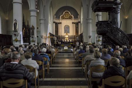 Misviering Sint Bavo kerk Mere